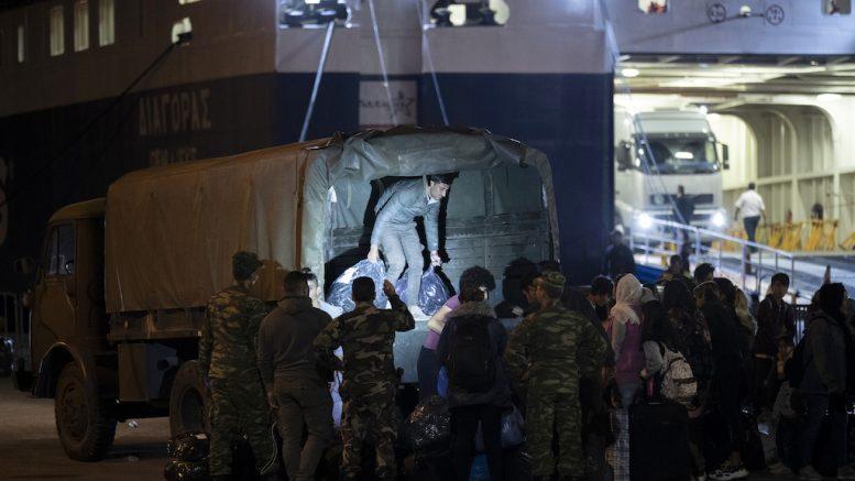 File Photo: Συνεχίζεται η αποσύμφορηση των νησιών του ΒΑ Αιγαίου με τη μεταφορά προσφύγων και μεταναστών με τη μεταφορά τους στον Πειραιά και μετά σε δομές φιλοξενίας. ΚΥΠΕ -ΑΠΕ- ΜΠΕ/STR