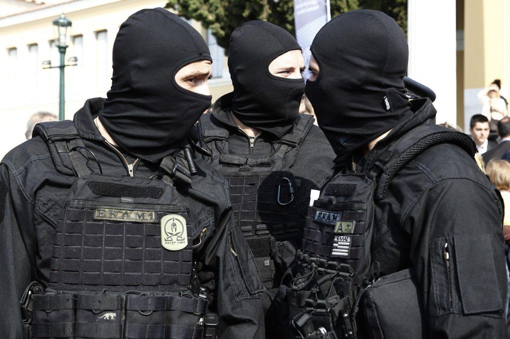 ΕΚΑΜ από την Αθήνα ενισχύουν τις ειδικές δυνάμεις στον Έβρο: Η ...