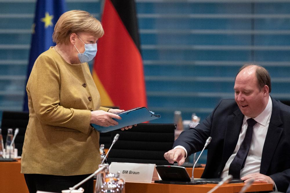 Ο διευθυντής της Μέρκελ ζητάει αλλαγή Συντάγματος και κατάργηση του «χρεόφρενου»
