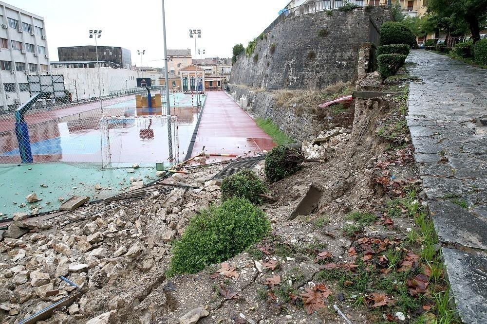Σε κατάσταση εκτάκτου ανάγκης η Κέρκυρα λόγω κακοκαιρίας: Κλειστά τα σχολεία  | Hellasjournal.com